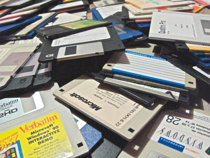 Più di 1000 Floppy Disk distrutti in poco più di un'ora